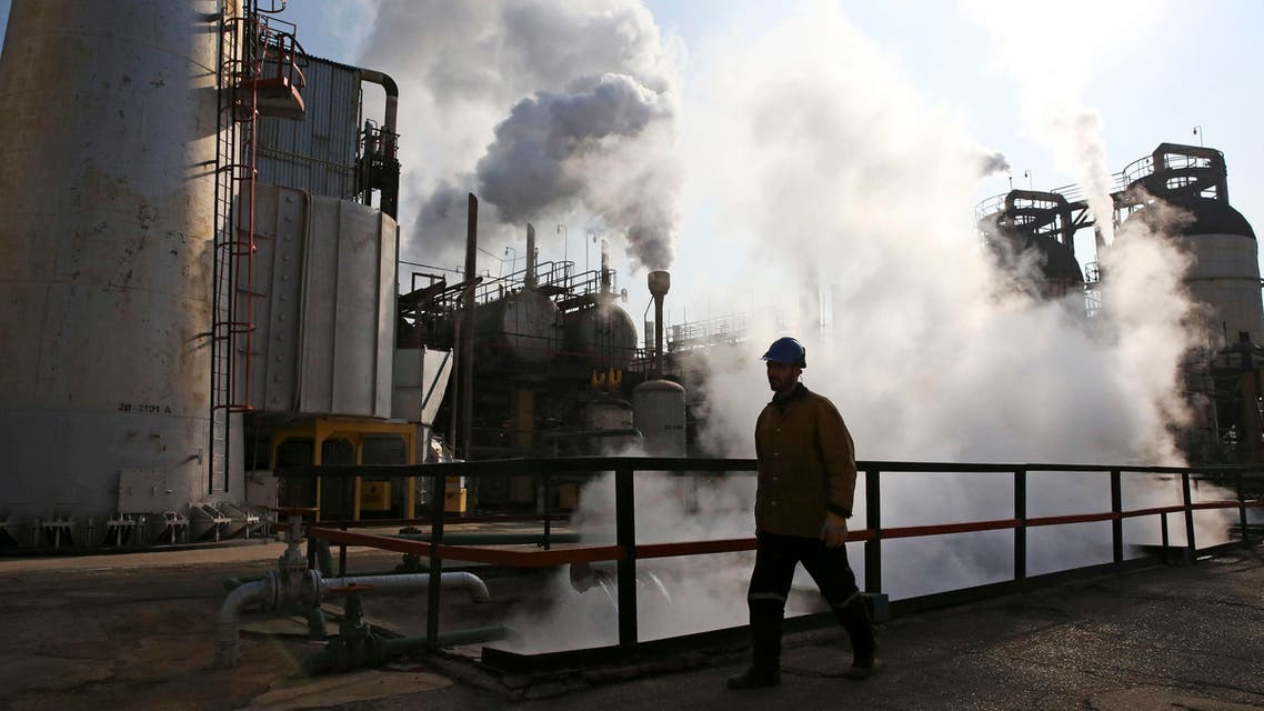 An Iranian oil worker walks in Tehran's oil refinery south of the capital Tehran, Iran, Monday, Dec. 22, 2014. (File: AP)