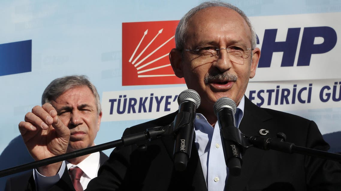 Kemal Kilicdaroglu, the leader of Turkey's main opposition Republican People's Party, CHP, addresses supporters as he presents CHP's candidate for Ankara Mayorship Mansur Yavas, in the background, in Ankara, Feb. 1, 2014. (File Photo: AP)