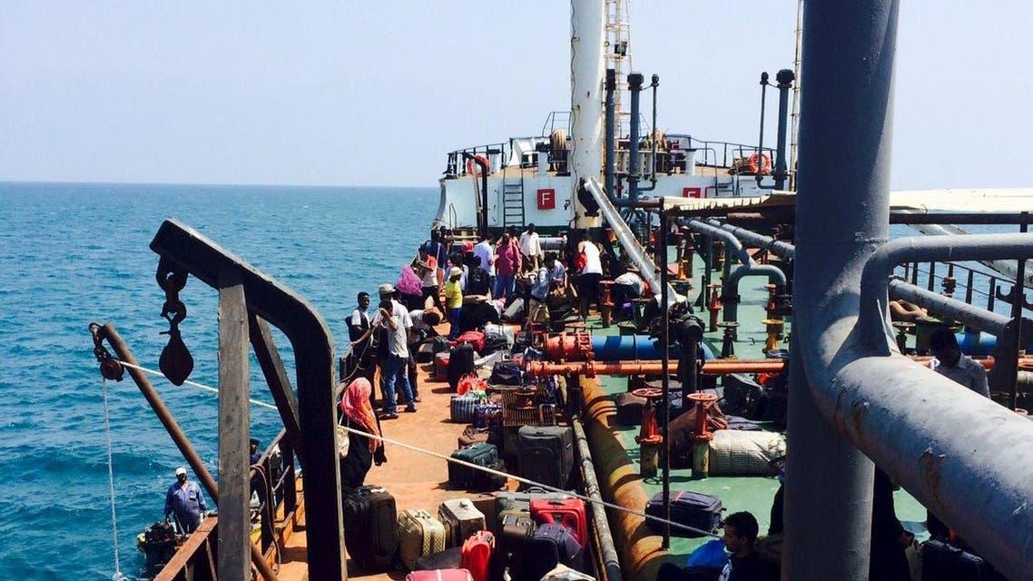 ناقلة نفط اليمن حملت ركاب فارين من عدن الحوثيين