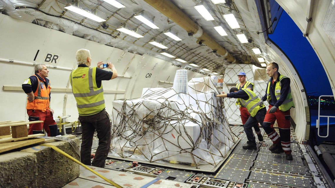 eople set up emergency aid from the International Committee of the Red Cross in an aircraft prior to its departure to Yemen on April 9. (AFP)