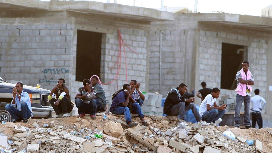 Ethiopians gather as they wait to be repatriated in Manfouha, southern Riyadh, Saudi Arabia. (File Photo: AP)