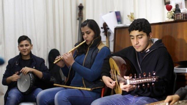 فرقة التخت الشرقي أثناء التدريب على العزف في غزة