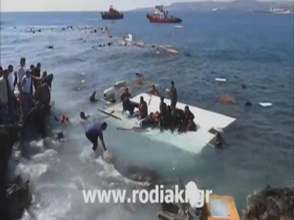 غرق سفينة على متنها 300 مهاجر في المتوسط