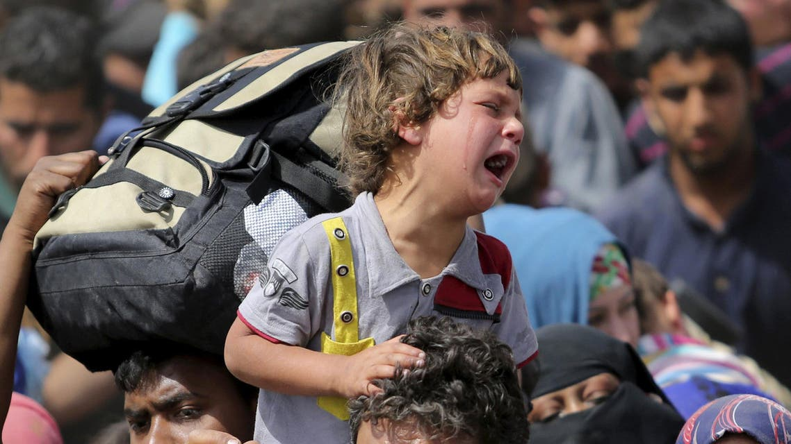 A child cries as displaced Sunni people fleeing the violence in the city of Ramadi, arrive at the outskirts of Baghdad, April 17, 2015. (Reuters)