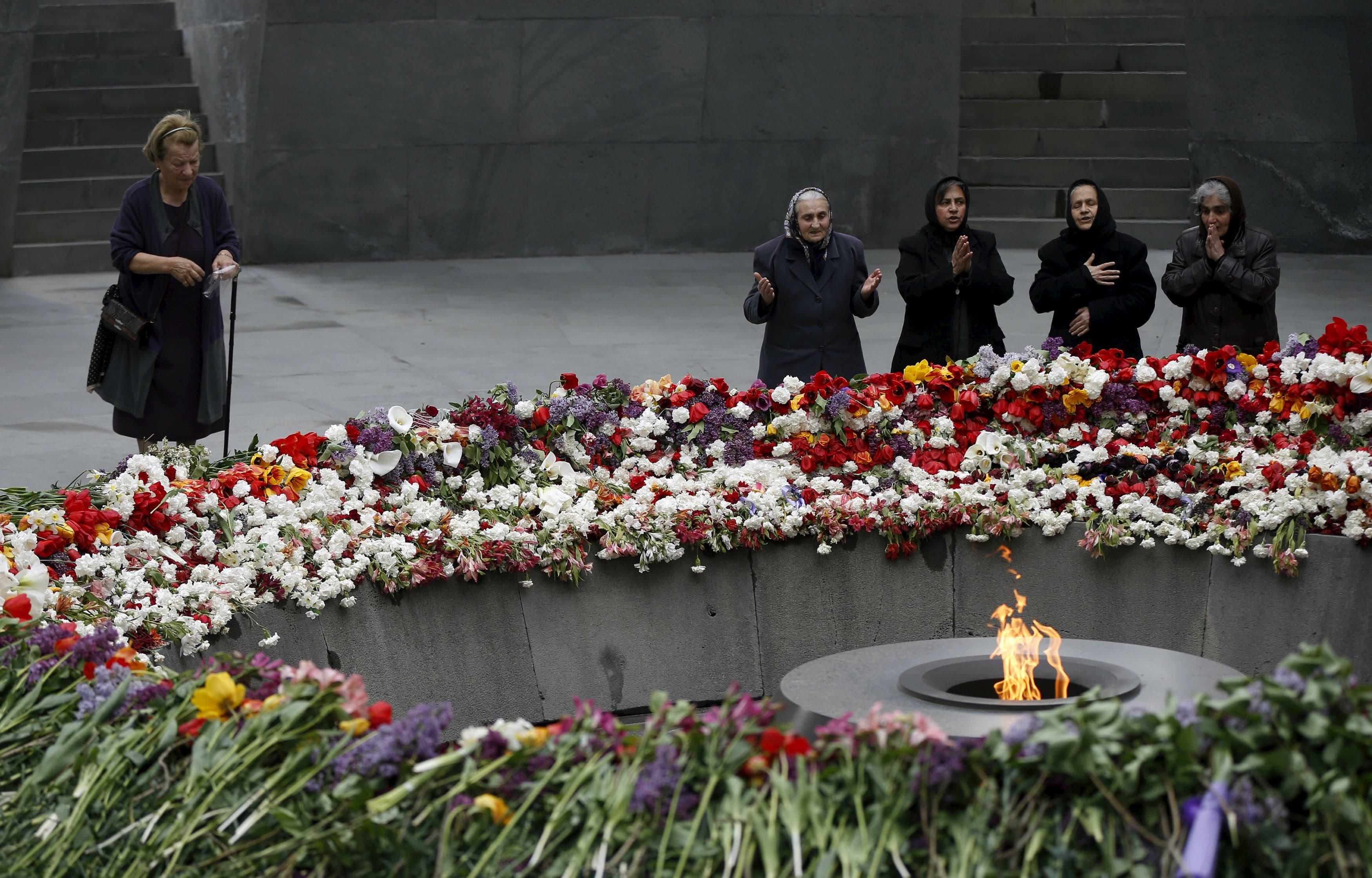 People mourn at the Tsitsernakaberd Armenian Genocide Memorial Museum in Yerevan, April 21, 2015. (Reuters)