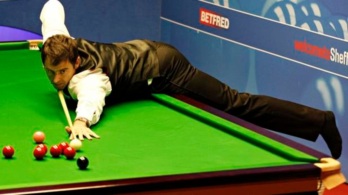 Ronnie O'Sullivan plays snooker in socks (Twitter)