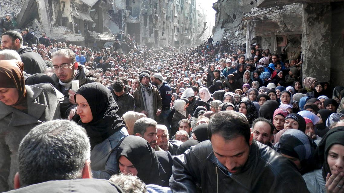 Refugees in Yarmouk queue for food (AP)