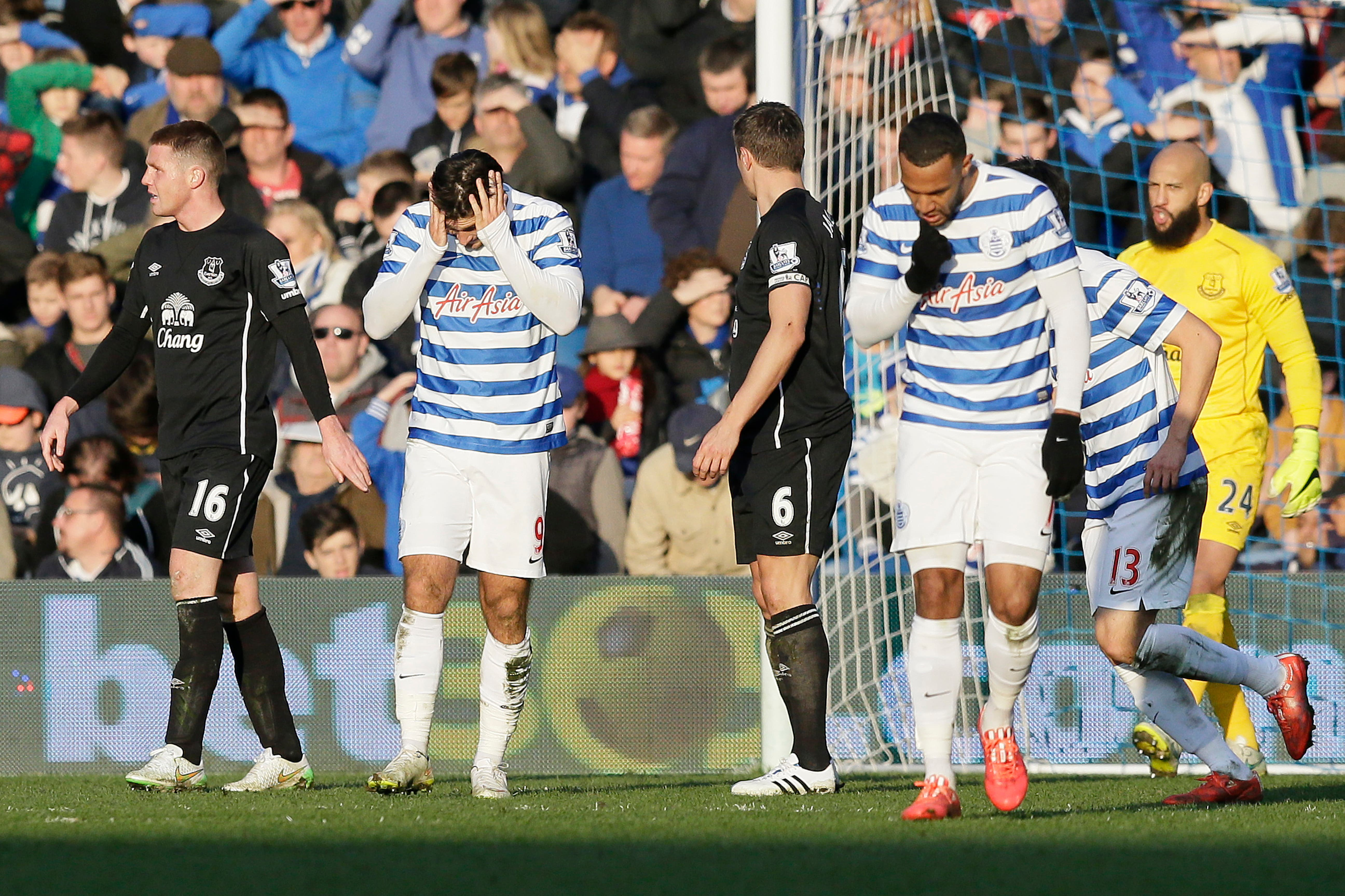 Queens Park Rangers' Charlie Austin, second left, and Queens Park Rangers' Matt Phillips look dejected after a missed chance during the English Premier League soccer match between QPR and Everton at Loftus Road Stadium, London, Sunday, March 22, 2015. (AP Photo/Tim Ireland)