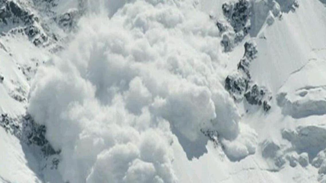 انهيار ثلجي في جبال إيفرست بسبب الزلزال