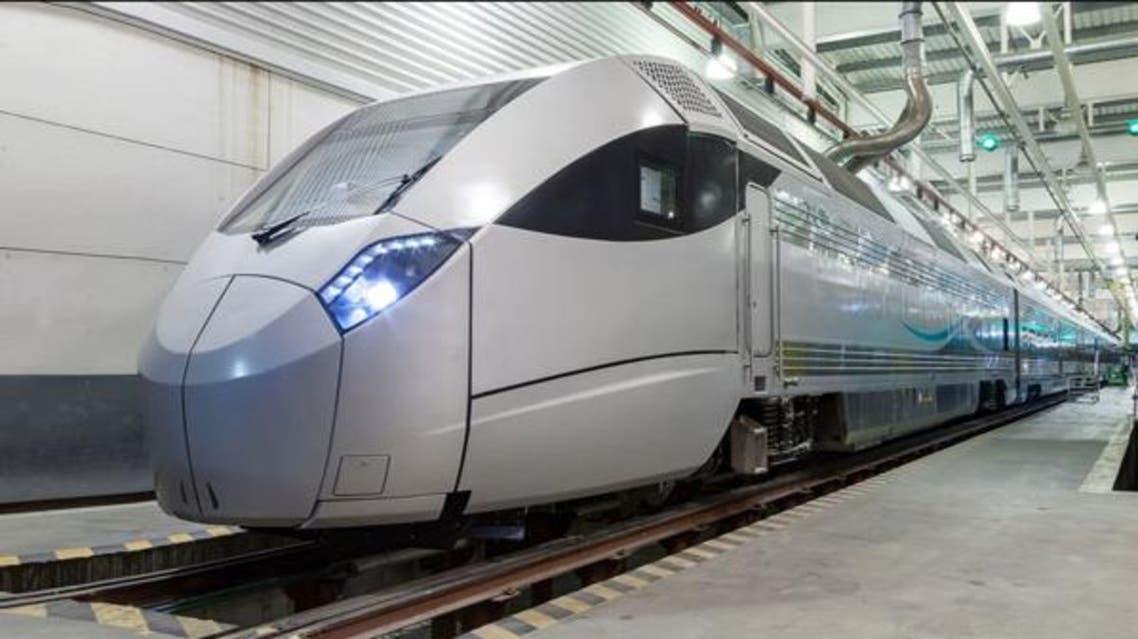 قطار نقل الركاب سار في السعودية