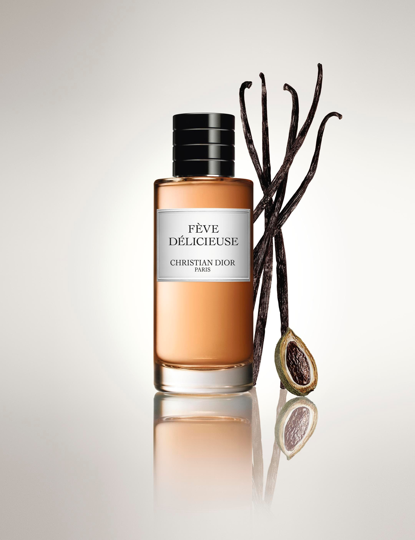 7126c9c63 وللمسة عطريّة مميّزة ندعوك إلى استعمال عطر Feve Delicieuse مع زيت Elixir  Precieux بالورد من Dior، فهو مزيج لا يقاوم تختلط فيه نفحات الورد والفانيللا  مع ...