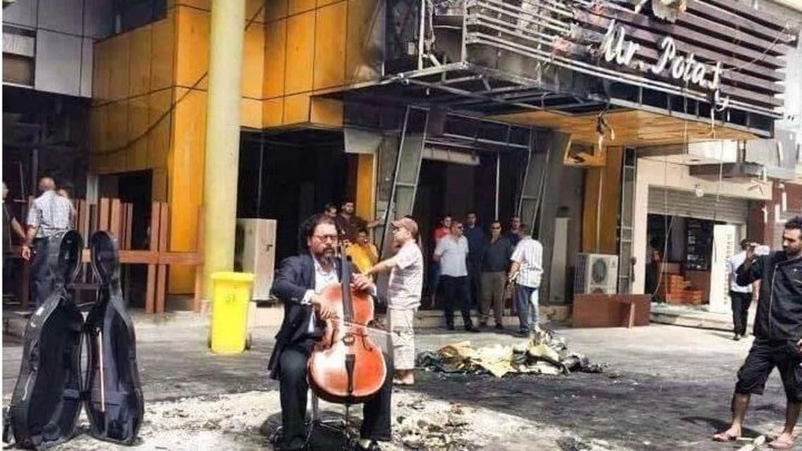 الموسيقار كريم وصفي في موقع انفجار المنصور