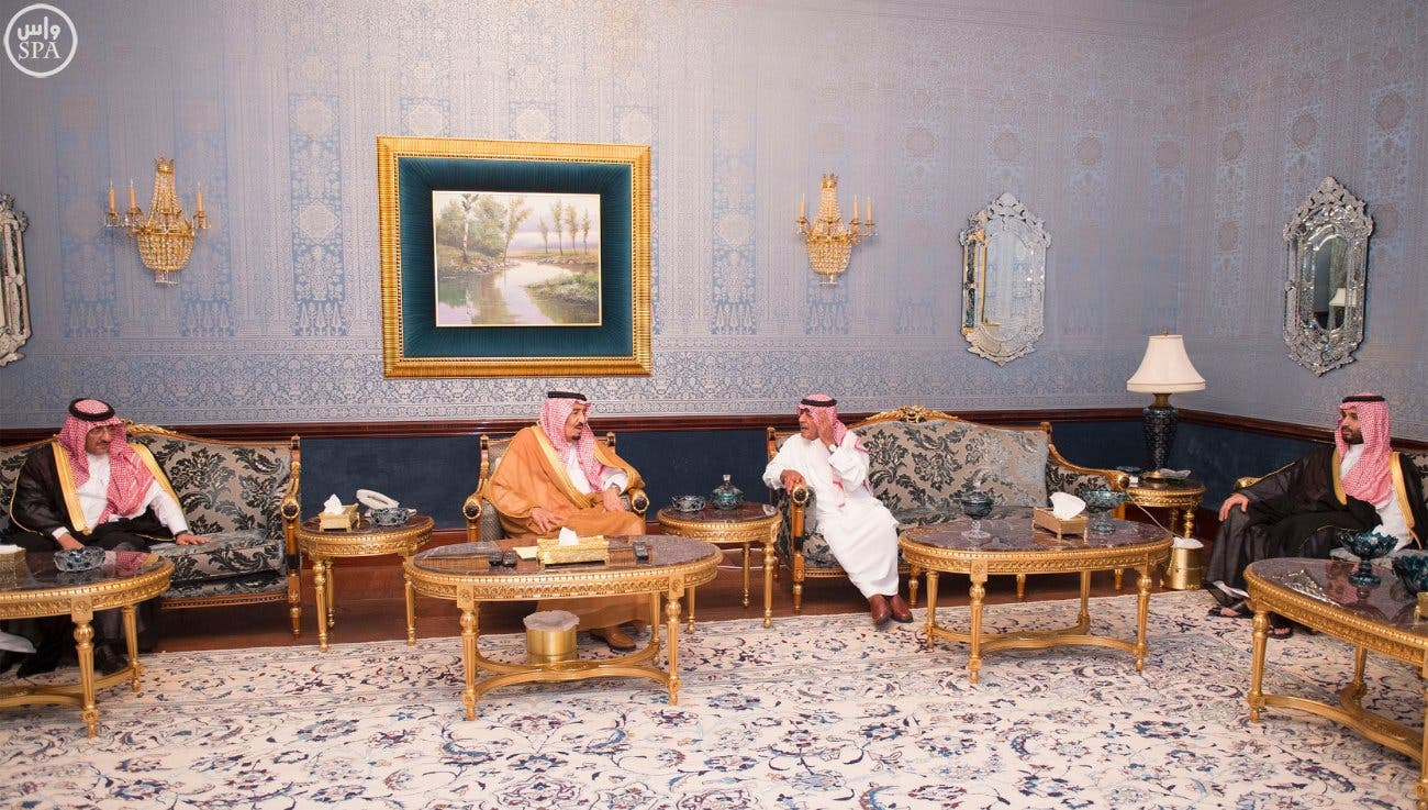 King Salman bin Abdulaziz (center) paid his brother former Crown Prince Muqrin bin Abdulaziz a visit following the pledge of allegiance to the new Crown Prince Mohammad bin Nayef (far left) and Deputy Crown Prince Mohammad bin Salman (far right). (Courtesy: SPA)