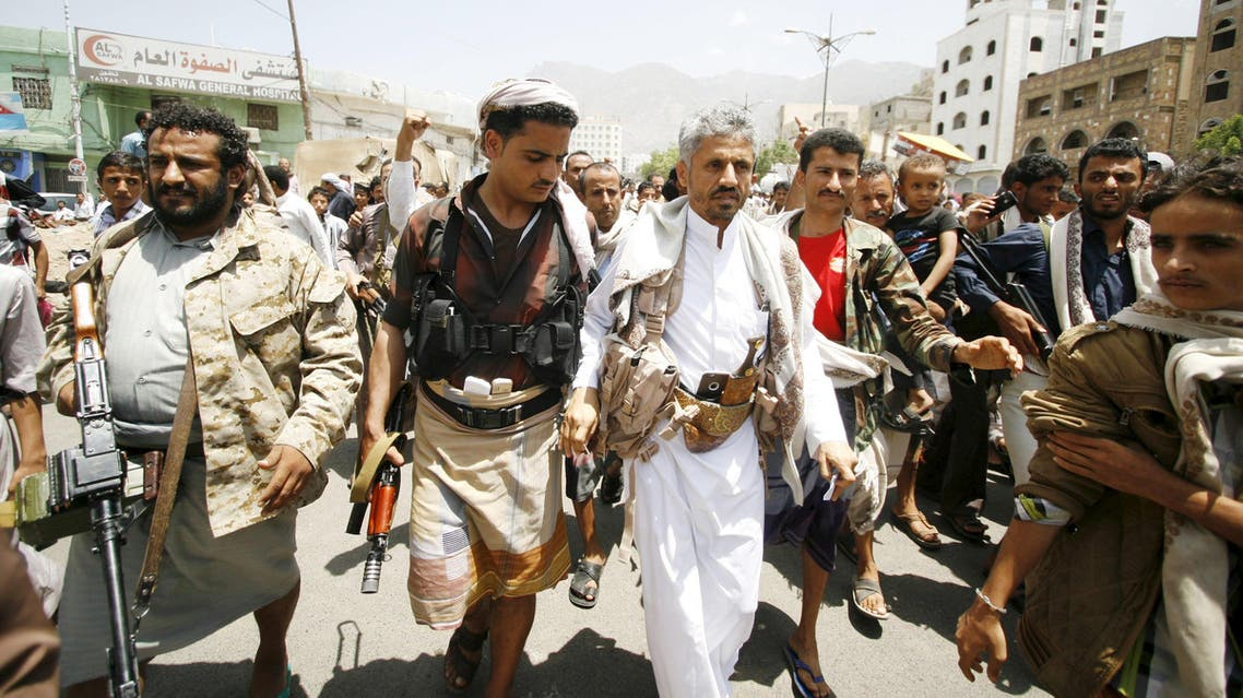 Head of the Popular Resistance Committees (PRC), Sheikh Hamoud Saeed al-Mikhlafi (3rd L) walks on a street in Taez city, Yemen, April 24, 2015. (Reuters)