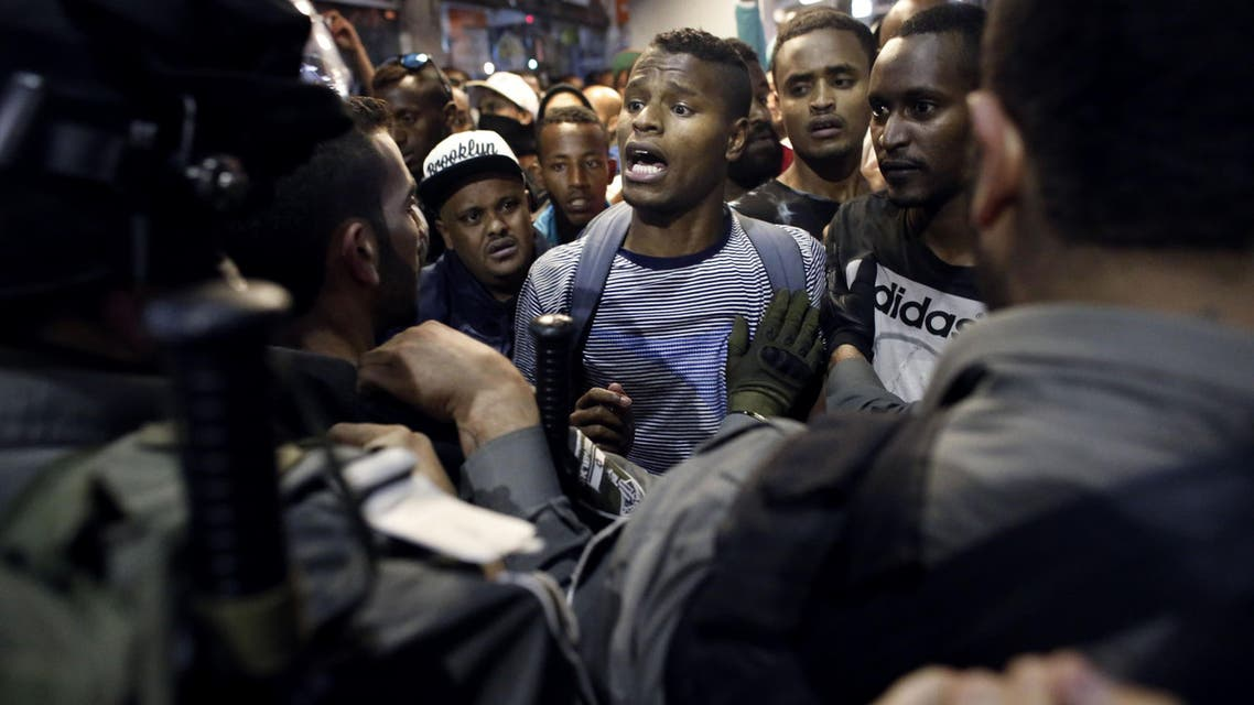 Israeli Ethiopians face Israeli police in the main street of downtown Jerusalem on April 30, 2015, during a protest to demand an investigation into alleged police racism and violence.  (AFP)