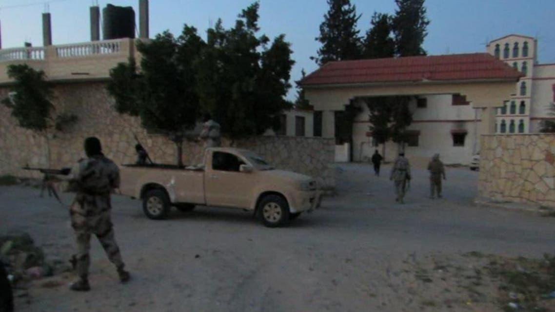 عناصر أنصار بيت المقدس يدخلون منزل موسى الدلح أحد مشايخ قبيلة الترابين