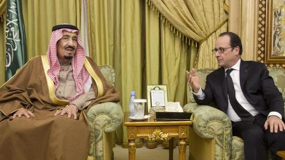 French President Francois Hollande (right) seen meeting with Saudi King Salman bin Abdul Aziz at the Diwan royal palace in Riyadh, on January 24, 2015. (AFP)