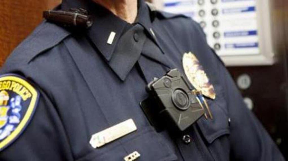 كاميرا بملابس رجال الشرطة