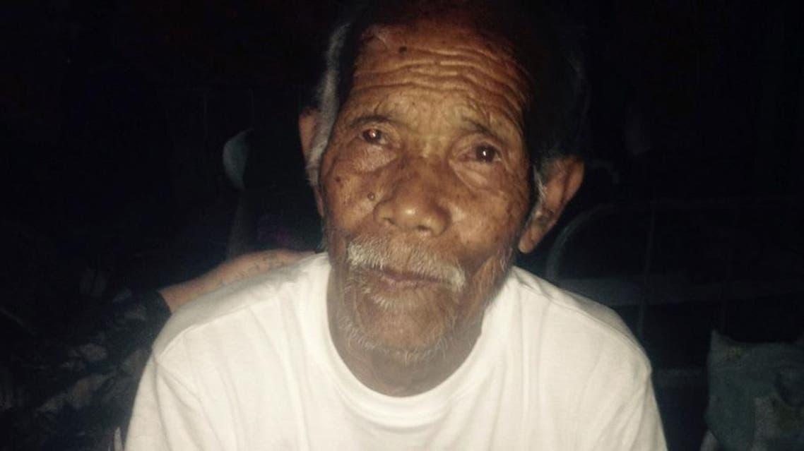 انقاذ عجوز عمره 101 سنة قضى 7 ايام تحت انقاض منزله بعد زلزال نيبال