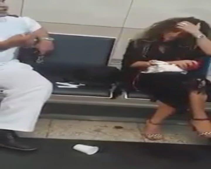THUMBNAIL_ مشادة كلامية بين ضابط وسيدة مصرية في مطار القاهرة