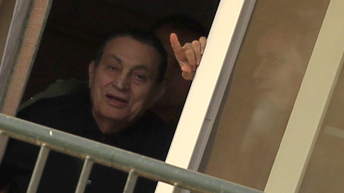 Ousted Egyptian president Hosni Mubarak waves to his supporters outside the area where he is hospitalized during his birthday at Maadi military hospital on the outskirts of Cairo May 4, 2015. (Reuters)
