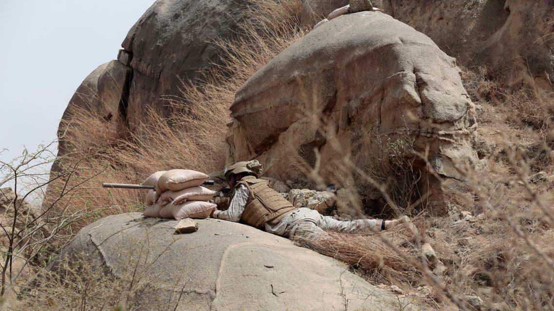 Saudi soldier aims machine-gun from behind sandbag barricade in the border with Yemen in Jazan, Saudi Arabia. (File: AP)