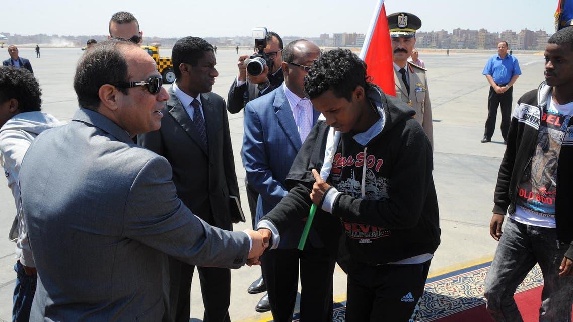 السيسي يستقبل 27 إثيوبياً بعد تحريرهم من داعش بليبيا