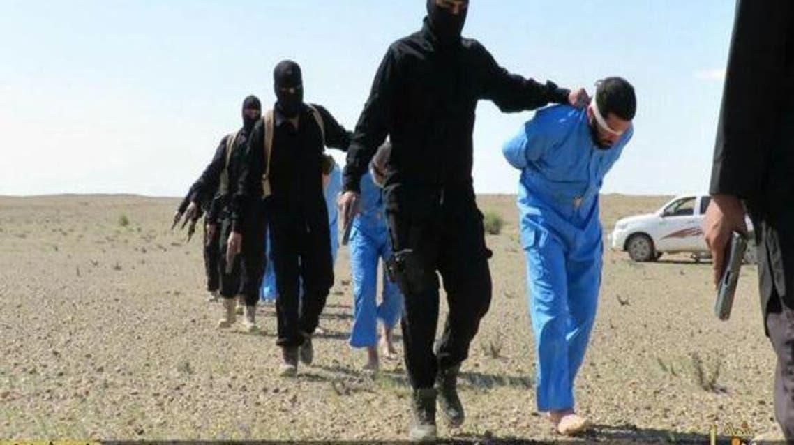 بالصور.. داعش يعدم 10 في العراق ويستبدل اللون البرتقالي بالأزرق