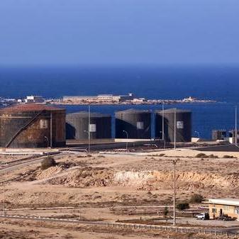 ليبيا.. مرفأ الحريقة يعود للعمل بعد إغلاقه من قبل محتجين