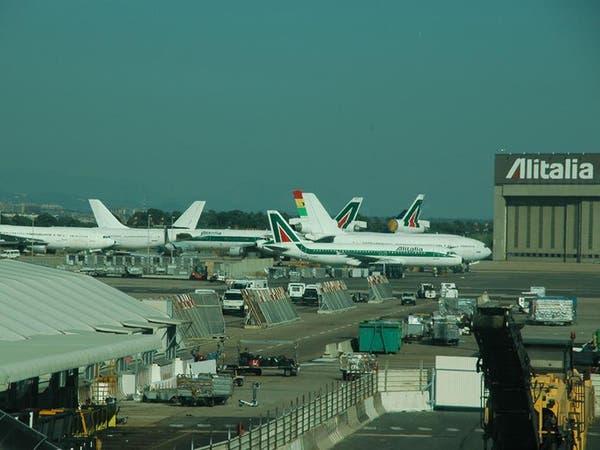 كورونا يغلق أحد مطاري روما ويحد من أنشطة الثاني