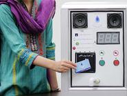 ماكينات صرف آلي.. لتوزيع مياه الشرب مجاناً في باكستان