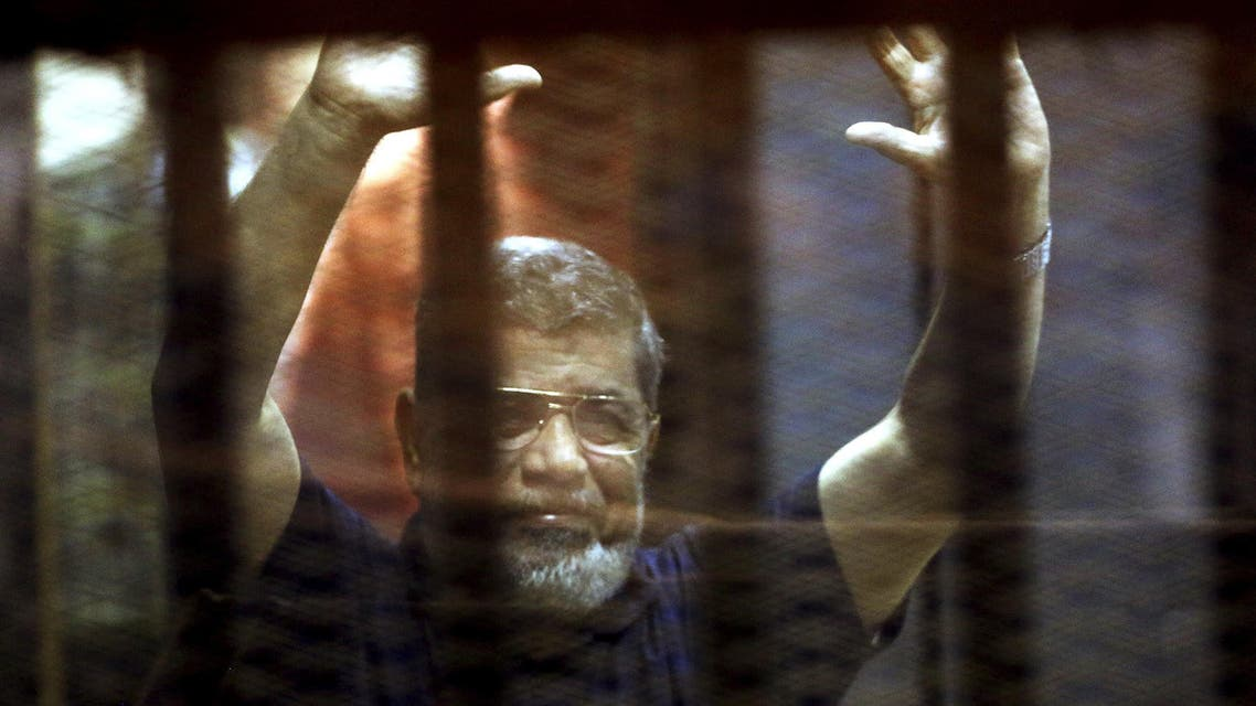 Former Egyptian President Mohamed Mursi reacts behind bars with other Muslim Brotherhood members at a court in the outskirts of Cairo, Egypt May 16, 2015. (Reuters)