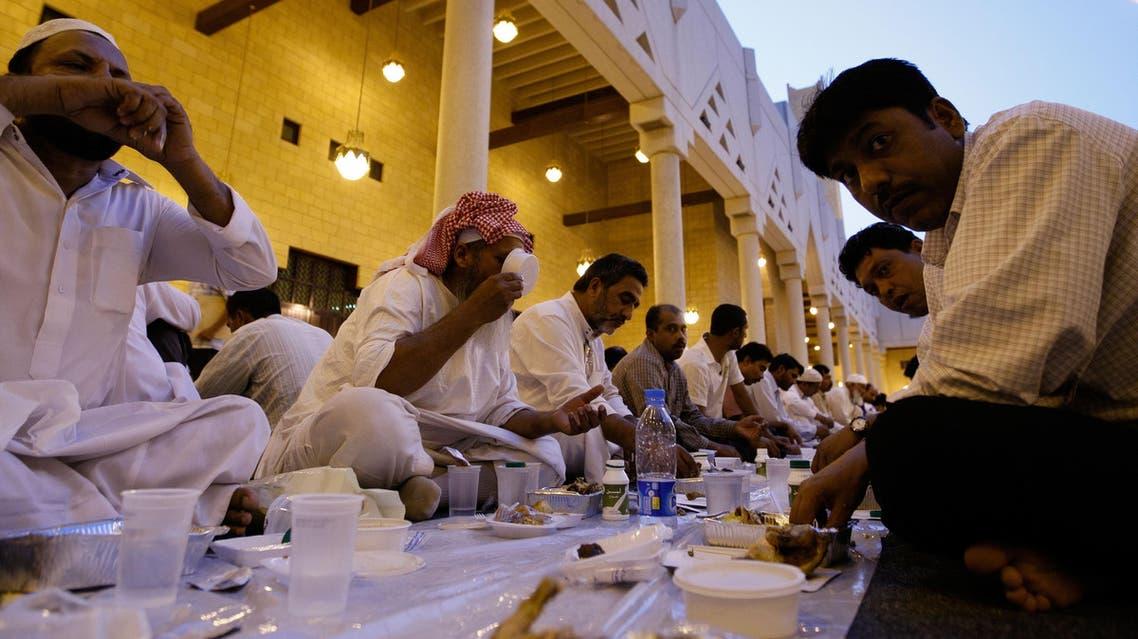 Muslim workers break their fast on the first day of Ramadan at a free table at the Imam Turki bin Abdullah mosque in Riyadh, Saudi Arabia, Saturday, Aug. 22, 2009. (AP Photo/Hassan Ammar)