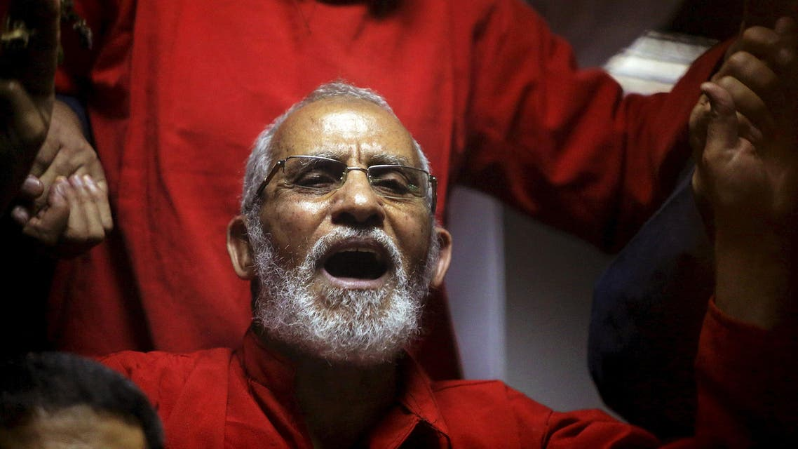 Muslim Brotherhood's Supreme Guide Mohamed Badie (C) reacts with other brotherhood members at a court in the outskirts of Cairo, Egypt May 16, 2015. (Reuters)