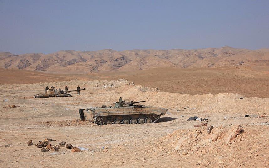 دبابات تابعة لقوات النظام في محيط تدمر