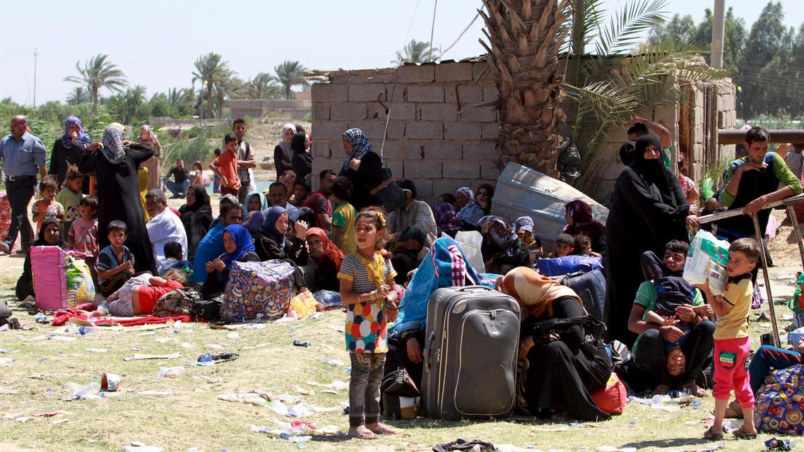 Displaced Sunni people fleeing the violence in the city of Ramadi arrive at the outskirts of Baghdad, May 17, 2015. Reuters