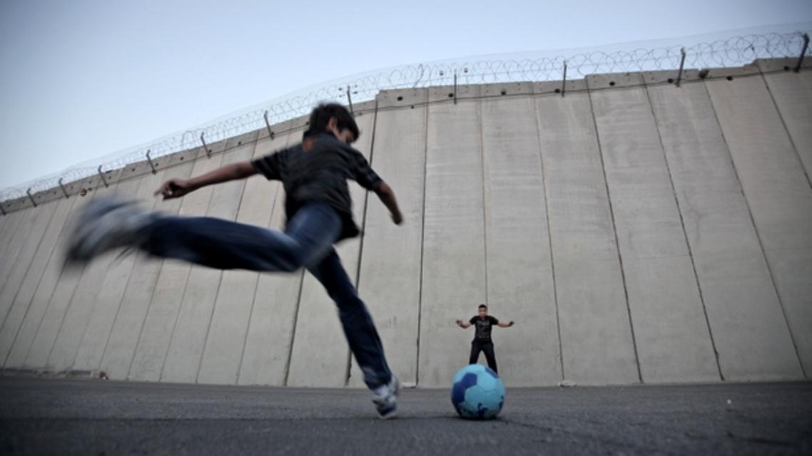 بازی فوتبال کودکان فلسطینی
