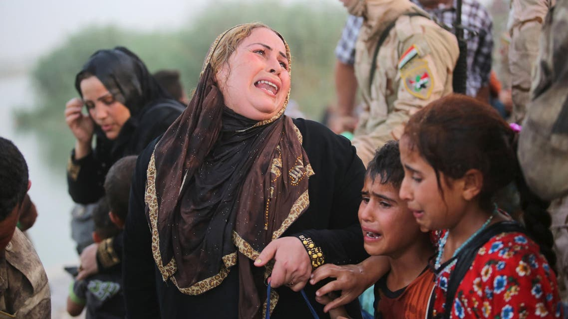 Displaced Sunni people, who fled the violence in the city of Ramadi, arrive at the outskirts of Baghdad - Reuters