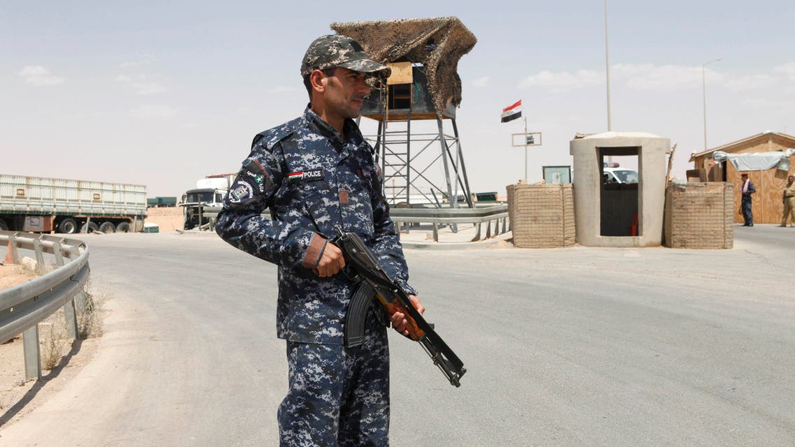An Iraqi soldier stands guard in Al Waleed border crossing, west of Baghdad, Iraq. (File: AP)