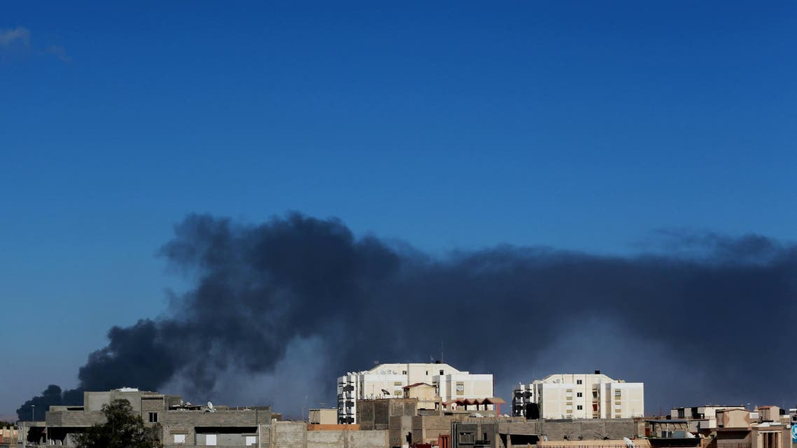Black smoke billows in the sky above areas where clashes are taking place between pro-government forces and the Shura Council of Libyan Revolutionaries in Benghazi, Libya, May 18, 2015. (Reuters)