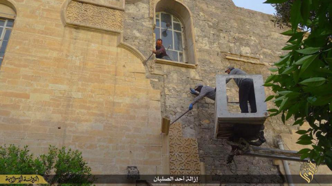 داعش يزيل الصليب عن أقدم كنائس الموصل