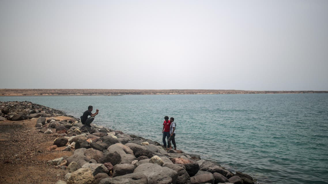 Newly-arrived Yemeni refugees take photos at the port in Obock, Djibouti, Tuesday, May 19, 2015, where they are processed by immigration police.  (AP)