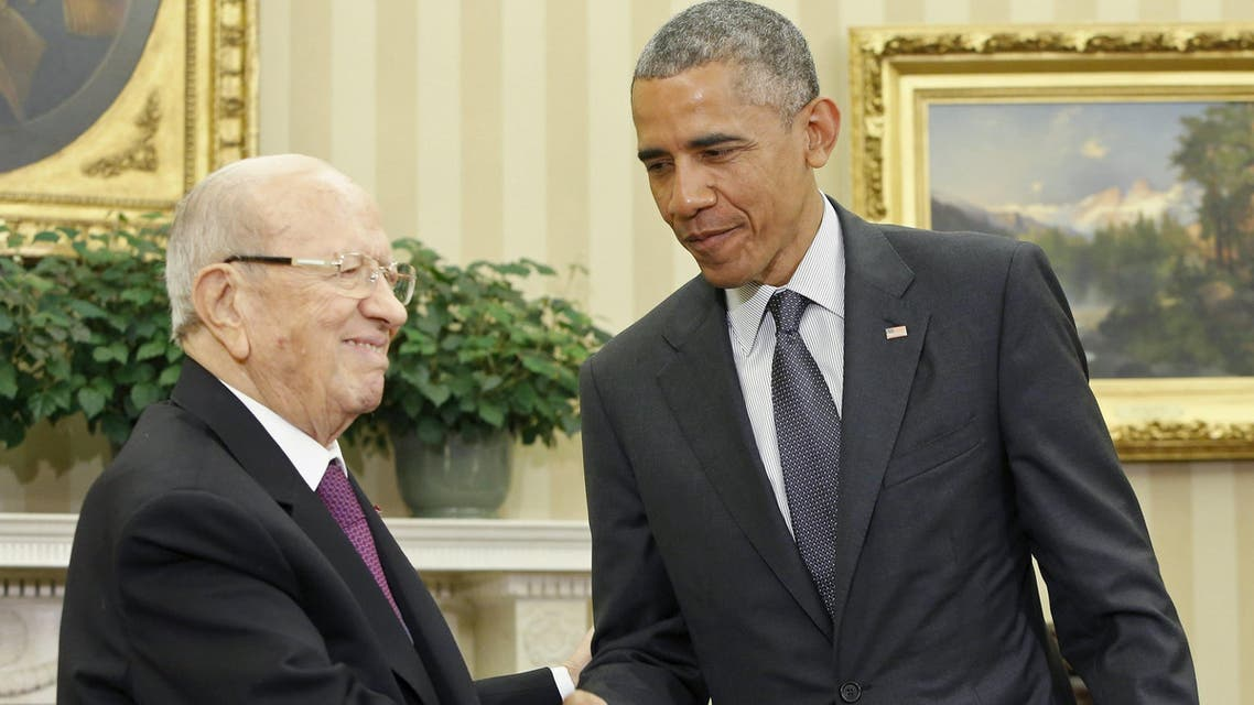 U.S. President Barack Obama (R) shakes hands with Tunisia's President Beji Caid Essebsi in the Oval Office after their meeting at the White House in Washington May 21, 2015.  (Reuters)