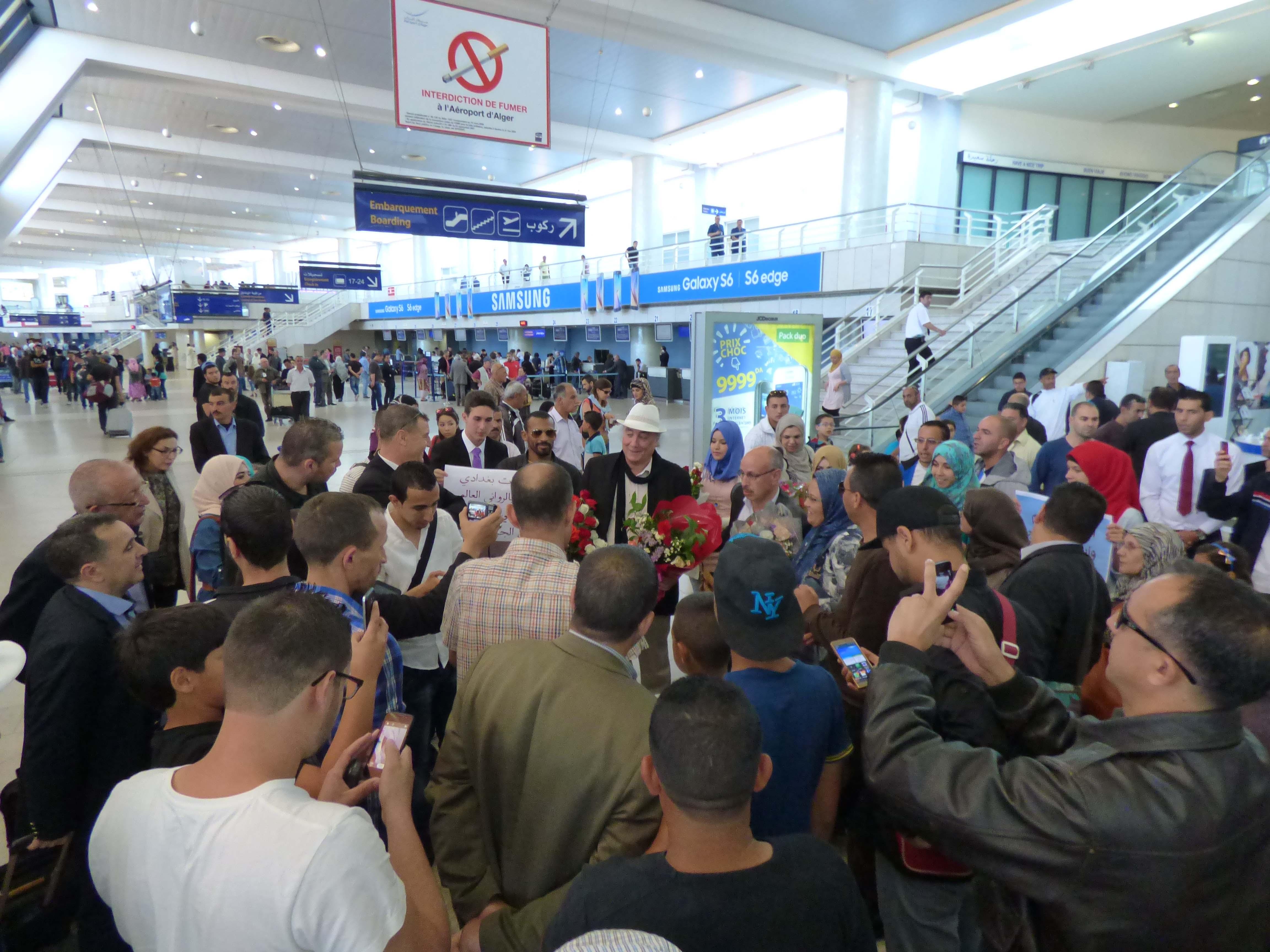 استقبال الروائي الجزائري في العاصمة الجزائرية