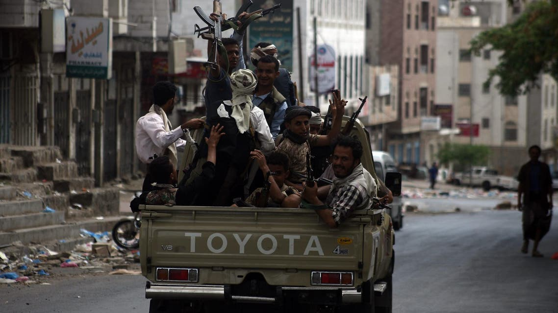 Armed Yemeni tribal gunmen from the Popular Resistance Committees loyal to Yemen's fugitive President Abedrabbo Mansour Hadi, monitor a street in the southern city of Taez during ongoing clashes with Shiite Huthi rebels on May 24, 2015. AFP