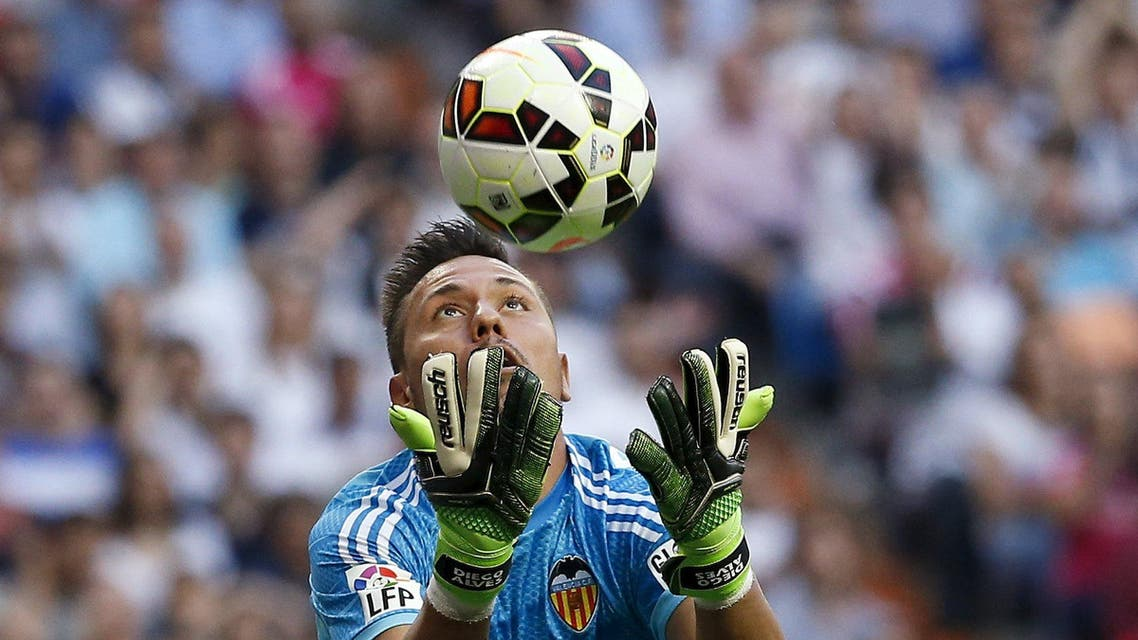 Valencia's goalkeeper Diego Alves catches the ball during their Spanish first division soccer match against Real Madrid at Santiago Bernabeu stadium in Madrid, Spain, May 9, 2015. REUTERS