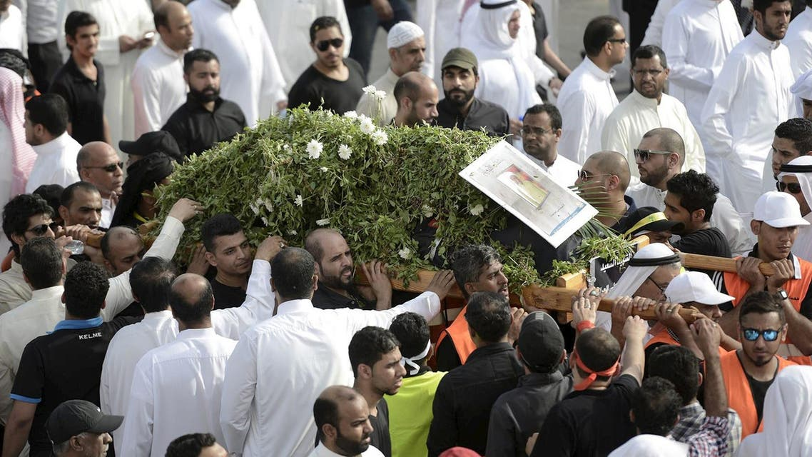 Shi'ite Muslims carry the coffin of a Saudi man killed in last Friday blast, during his funeral in Qatif, east Saudi Arabia May 25, 2015. (Reuters)
