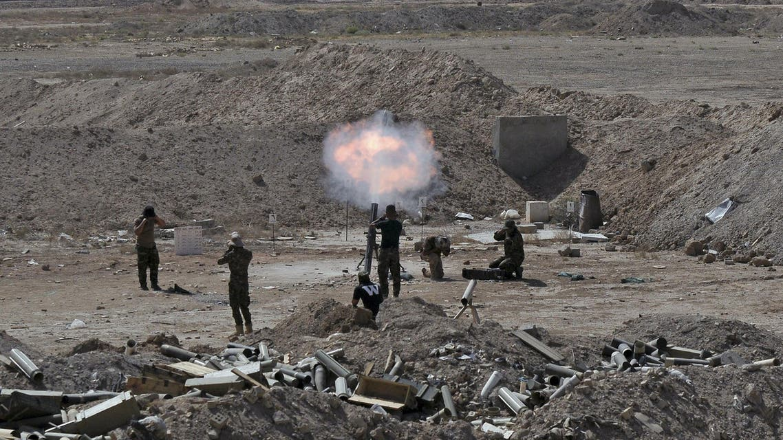 Members of the Iraqi army and Shiite fighters launch a mortar toward ISIS militants on the outskirts of the city of Falluja, Iraq May 19, 2015. (File: Reuters)