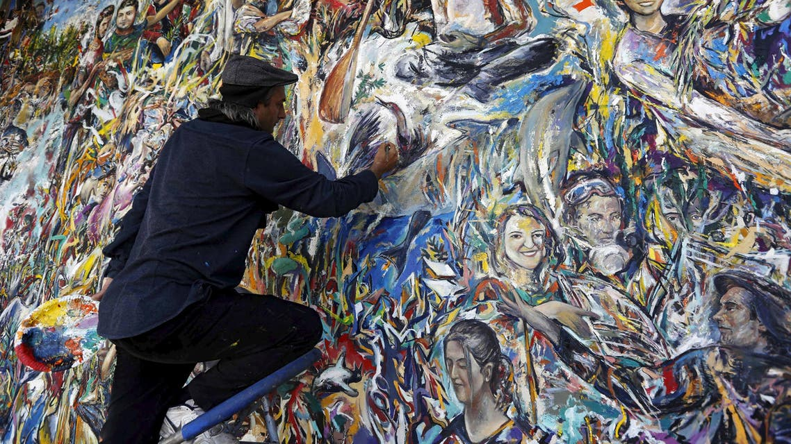 Haydar Ozay puts finishing touches on his artwork in Istanbul, Turkey, May 25, 2015. (Reuters)