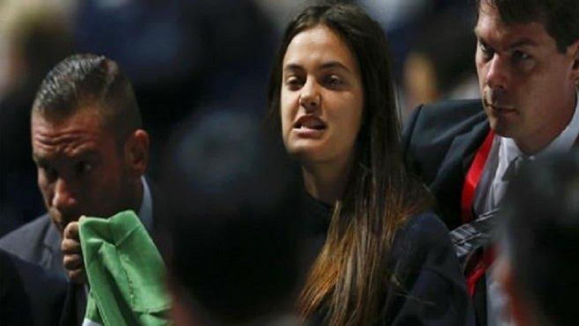 فتاة تهتف ضد إسرائيل أثناء خطاب بلاتر
